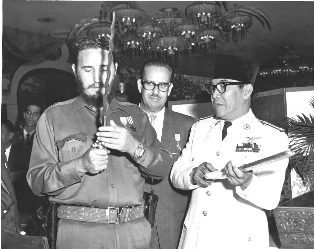 Keris hadiah BK untuk Castro | Jayalah Indonesiaku